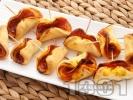 Рецепта Хапки с колбас и доматено пюре